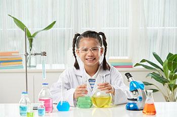 Cal Ivy Prep student in STEM lab